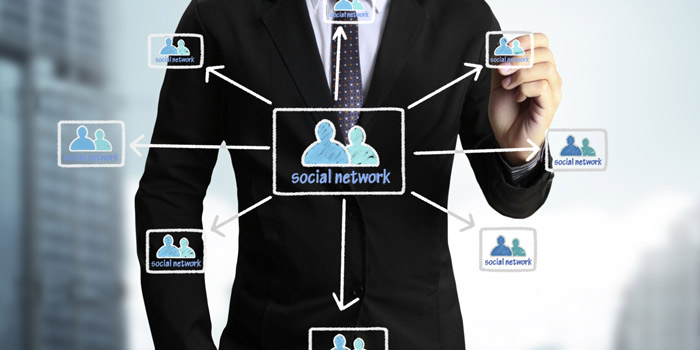 Business man drawing کسب و کار مدرن در شبکههای اجتماعی و تجارت آنلاینsocial network